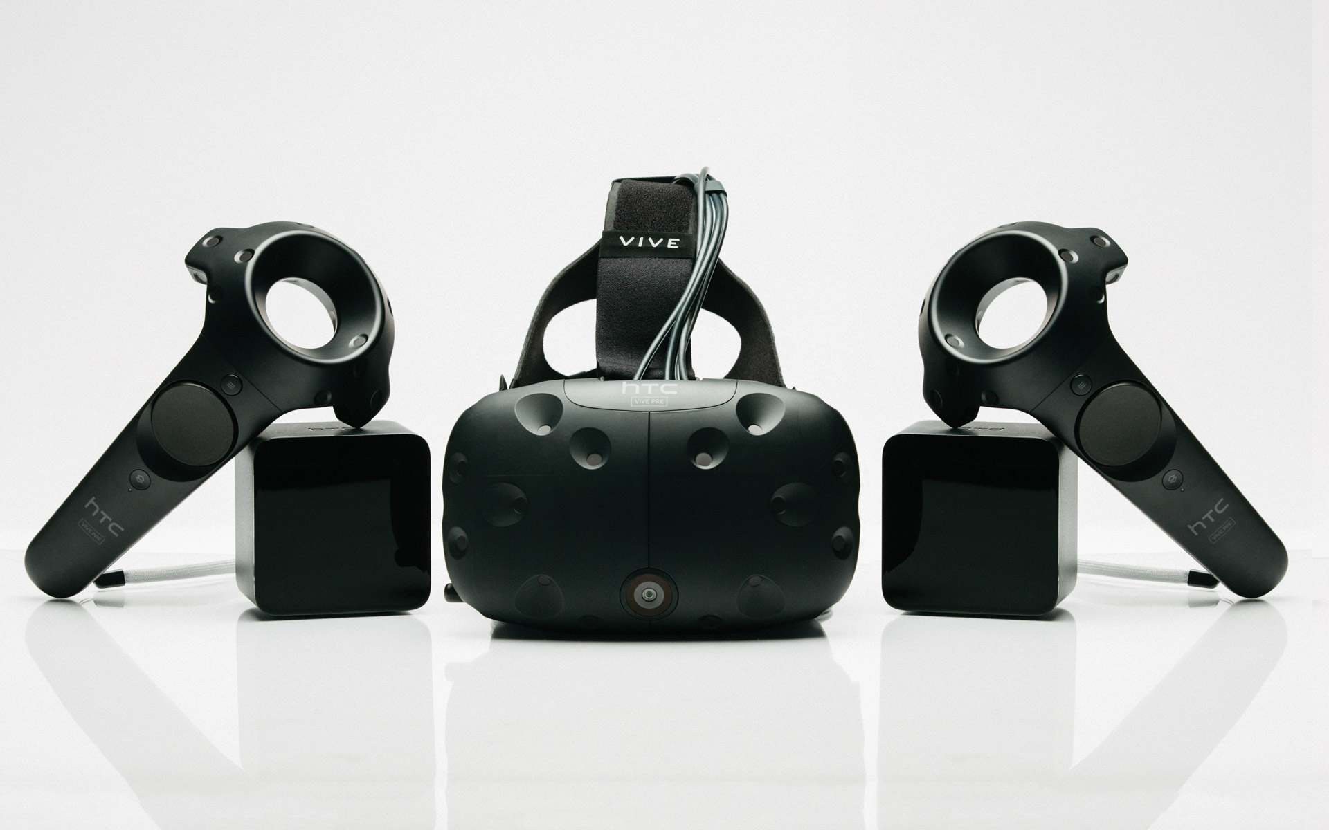 HTC VIVE coming to Australian retailers this month